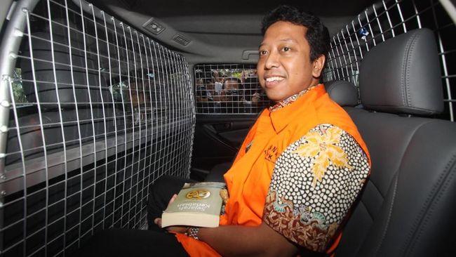 Tersangka suap Romahurmuziy didakwa memerintahkan Menag Lukman Hakim meloloskan Plt Kakanwil Kemenag Jatim dalam seleksi jabatan usai dapat Rp325 juta.