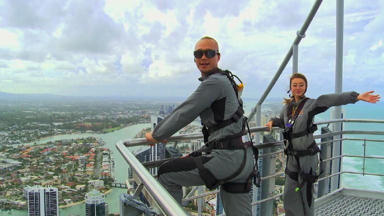 Usai puas main air, Inka dan Bima kini menguji adrenalin dengan naik ke Sky Point yang memiliki ketinggian 270 meter. Mereka juga ditantang melakukan gaya gokil di Sky Point.