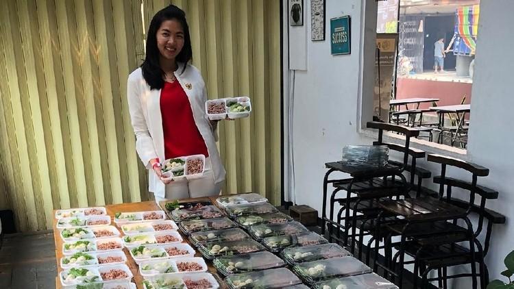 Bisnis katering di Pontianak ini makin sukses setelah memanfaatkan layanan GrabExpress. Intip kisahnya yuk!