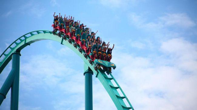 Empat anak dilarikan ke rumah sakit setelah wahana roller coaster terus berputar dan gagal diberhentikan.
