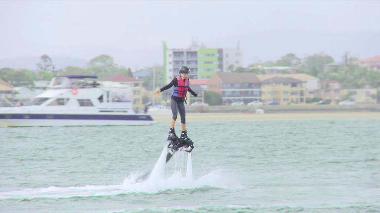 Masih dengan olahraga air, Bima dan Inka beranjak ke SeaWorld, Gold Coast, Queensland, Australia. Di sini, keduanya akan bermain flyboard.