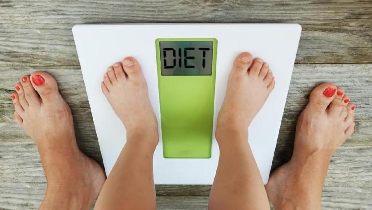 Duh, berat badan si kecil berlebih nih alias overweight. Jangan panik dulu, Bun. Yuk coba lakukan enam cara sederhana berikut untuk bantu anak turunkan bobot.