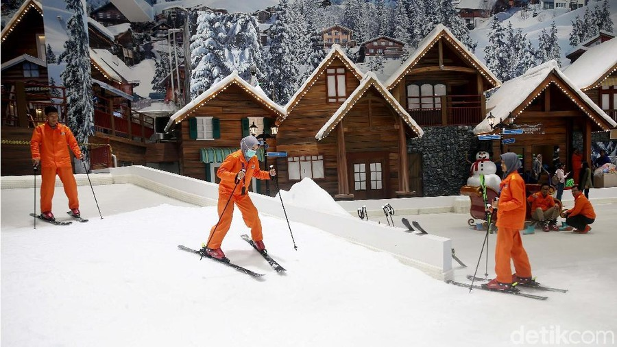 Serunya Bermain Ski di Trans Snow World