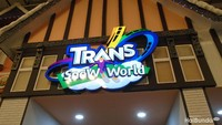 <p>Selamat datang di Trans Snow World Bekasi. Bunda bisa mengajak si kecil berwisata salju sambil bermain di berbagai wahana manarik di sana.</p>