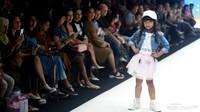 <p>Paduan busana yang dikenakan gadis kecil ini bikin penampilannya makin <em>chic</em>. </p>