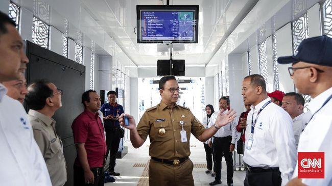 Kemenhub meminta Gubernur DKI Anies Baswedan mengevaluasi pembatasan Transjakarta karena menimbulkan antrean panjang.