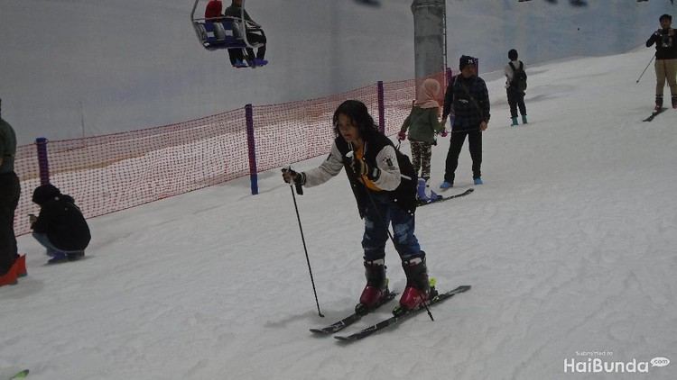 Tenang, Bun, semua fasilitas dan wahana salju di Trans Snow World Bekasi sudah terjamin aman dan dirancang ramah anak.