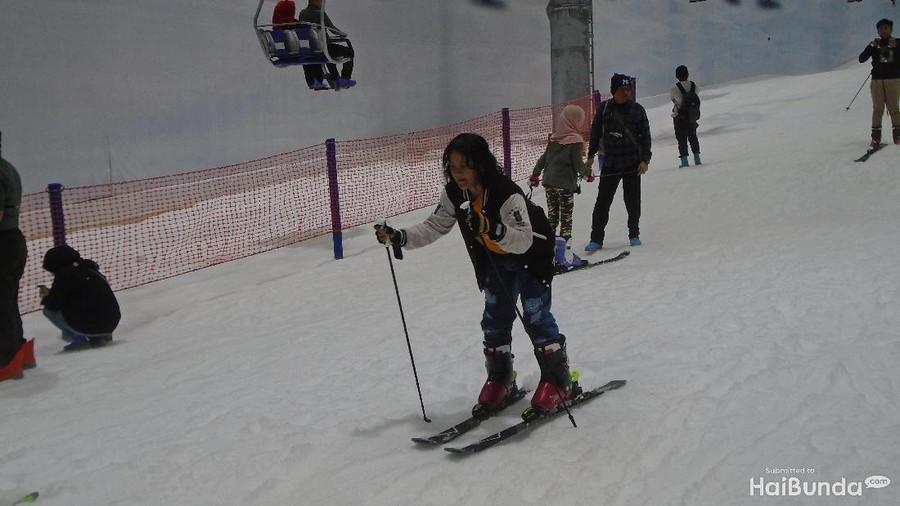 Trans Snow World Bekasi: Wisata Salju yang Aman untuk Si Kecil