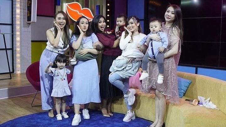 Eks personel Cherrybelle, Cherly Juno, Felly Y Filliang, Margareth Angelina, dan Jessyca Auryn reuni sambil bawa anak. Seru!