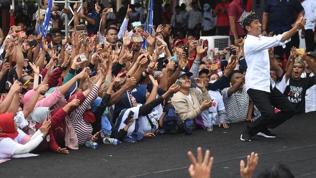 Survei Charta Politika mencatat tingkat kepuasan publik terhadap kinerja pemerintah Jokowi mencapai 65,9 persen, atau menurun dibanding April 2018 68,2 persen.