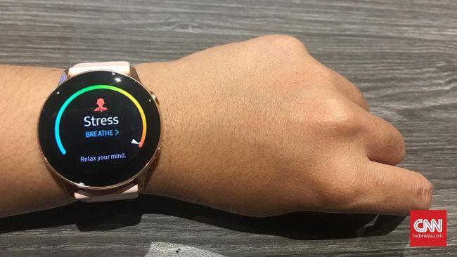 Samsung Galaxy Watch menawarkan desain yang lebih modis, tipis, dan ringan dari sebelumnya, namun boros baterai.