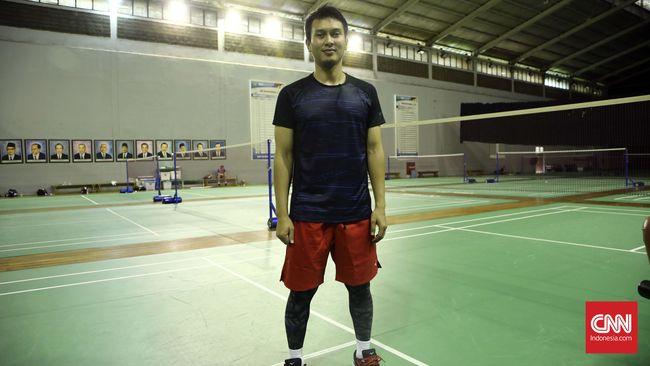 Celana Legging Dan Minum Duduk Ala Atlet Mohammad Ahsan