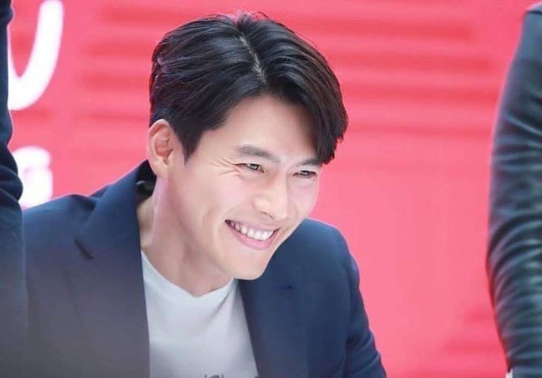 Drama Korea Crash Landing on You telah berakhir. Lesung pipi milik Hyun Bin pastinya akan dirindukan, berikut ini fotonya yang bikin kangen.