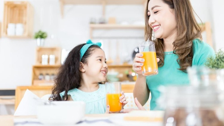Jika Bunda hendak memberi anak jus, ada tiga hal penting yang wajib diperhatikan sebelumnya.