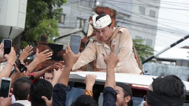 Prabowo mengajak masyarakat membalas fitnah dengan kebaikan dan melarang pendukung menyerang pribadi lawan politiknya.
