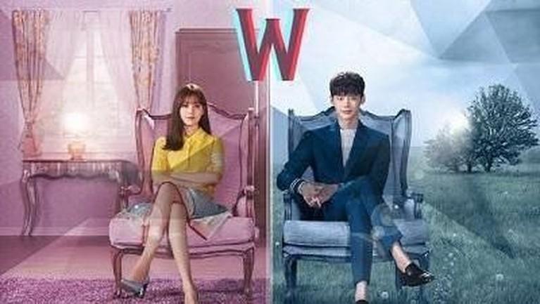 Drama W juga harus banget ditonton oleh Insertizen. Selain Lee Jong Suk, drama ini juga dibintangi oleh Han Hyo Joo dan Jung Yoo Jin.