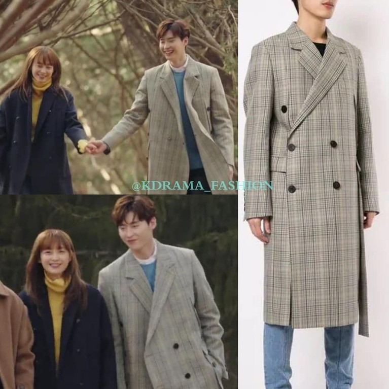Kalau kamu mau berkunjung ke negara musim dingin, outfit Lee Jong Suk berikut ini juga bisa jadi alternatif. Bermotif kotak-kotak, coat Lee Jong Suk di drama Romance is A Bonus Book ini memang everlasting banget!