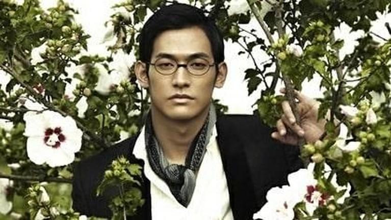 Jung Suk Won berperan sebagai Cho Beom Il dalam drama Korea Kingdomyang diproduksi Netflix.