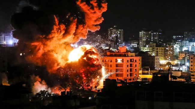 Israel mengerahkan pesawat tempur menyerang markas Hamas di Jalur Gaza, Palestina, untuk membalas serangan roket.