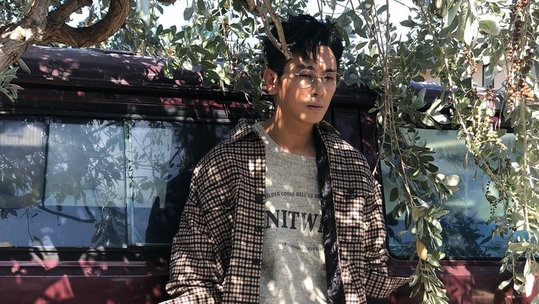 Ju Ji Hoon berperan sebagai pangeran Yi Chang dalam drama Korea Kingdomyang diproduksi Netflix.