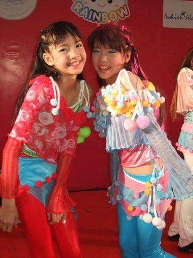 Lalisa Manoaban dalah gadiskelahiran Thailand yang tumbuh dengan ceria dan aktif. Selama masa kecilnya, Lisa sering mengikuti kompetisi menari di Negeri Gajah Putih itu.