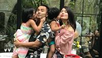 <p>Judika menamai keluarganya sendiri dengan sebutan Keluarga Cemana. Kocak banget sih! (Foto: Instagram @jud1ka) </p>