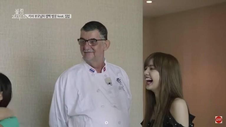 Siapa sangka jika ayah tiri Lisa, Marco Bruschweiler, adalah seorang koki ternama. Bahkan ia memiliki reputasi Global Master Chef.