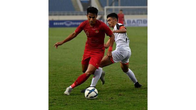 Timnas Indonesia U-23 bermain imbang 1-1 melawan Iran pada pertandingan uji coba di Stadion Kapten I Wayan Dipta, Gianyar, Bali, Rabu (13/11).