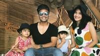 <p>Keluarga Cemana selalu tampil kompak di berbagai suasana. (Foto: Instagram @jud1ka)</p>