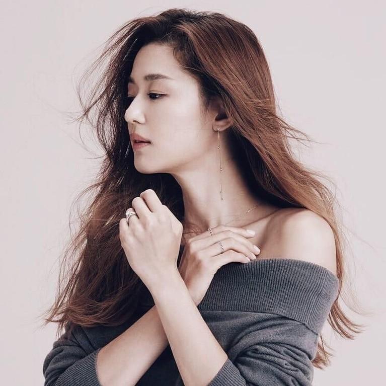 Di industri Hollywood, Jun Ji Hyun lebih dikenal sebagai Gianna Jun. Ji Hyun tercatat telah membintangi film-filmIl Mare (2000), Windstruck (2004), The Thieves (2012), The Berlin File (2013), dan Assassination (2015).