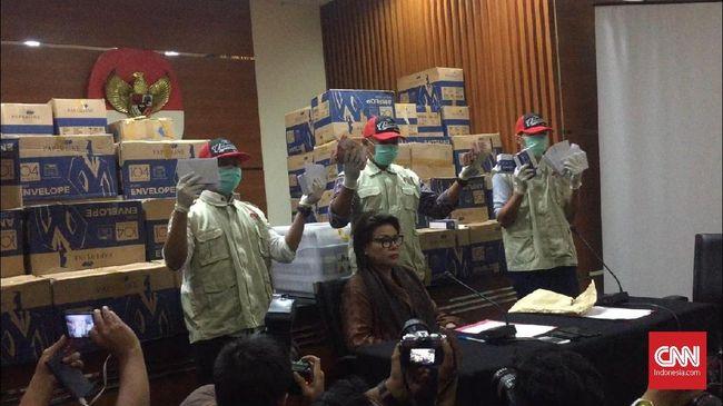Ramai perbincangan ada tanda cap jempol dalam amplop-amplop untuk serangan fajar Pemilu 2019 yang disita dari Bowo Sidik, namun KPK membantahnya.