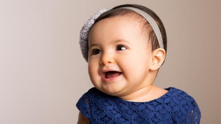 Inspirasi nama bayi perempuan kali ini dari berbagai bangsa, Bun. Terdengar elok dan mengandung makna yang indah.
