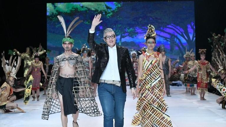 Salah satu fashion desainer ternama, Musa Widyatmodjo, juga ikut berkontribusi dalam IFW 2019 ini.