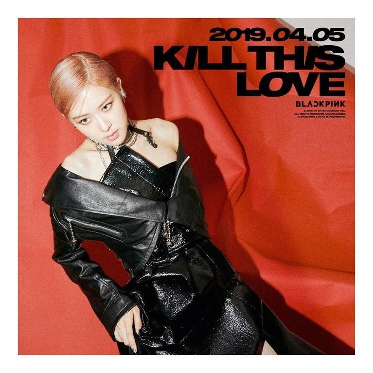 Rose BLACKPINK tampil kece dengan balutan outfit berbahan kulit di poster teaser penanda comeback mereka.