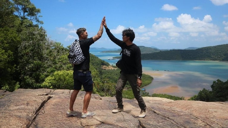 My Trip My Adventure episode ini akan dipandu olehMarshall Sastra dan Syamsir Alam. Dua cowok macho ini akan membawa kita berpetualang di Pulau Anambas dan Pulau Nongkat.