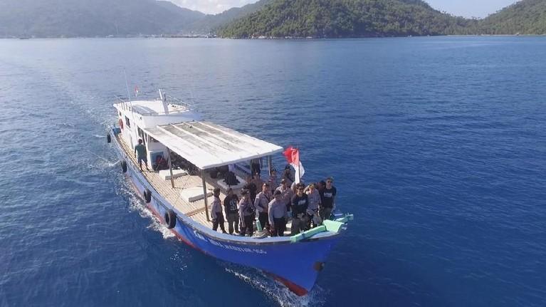 Para host MTMA juga ikut berpatroli bersama tim patroli laut yang siap siaga menjaga lautan Indonesia.