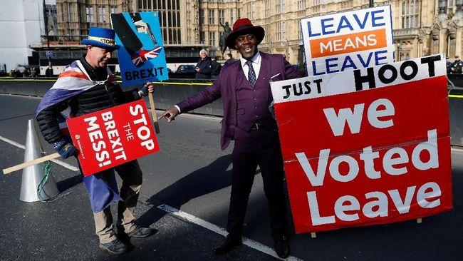 Parlemen meminta Inggris keluar dari Uni Eropa (Brexit) dengan kesepakatan. Hal itu memaksa PM Theresa May meminta penundaan tenggat lagi.