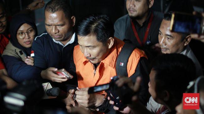 Pengacara Bowo Sidik Pangarso menyebut sumber uang milik kliennya dengan politikus Partai Golkar Nusron Wahid untuk amplop serangan fajar berbeda.