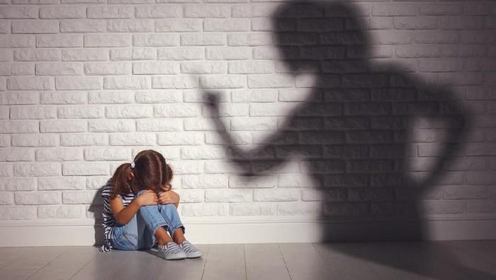 Orang Tua Nggak Selalu Benar Lho, Ini 4 Kesalahan yang Justru Bikin Anak Kepikiran dan Susah Dimaafkan Sampai Dewasa