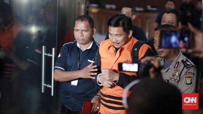 KPK memanggil Dirut PT Pupuk Indonesia Logistik Ahmadi Hasan untuk diperiksa terkait suap distribusi pupuk PT PILOG dengan PT HTK yang menjerat Bowo Sidik.