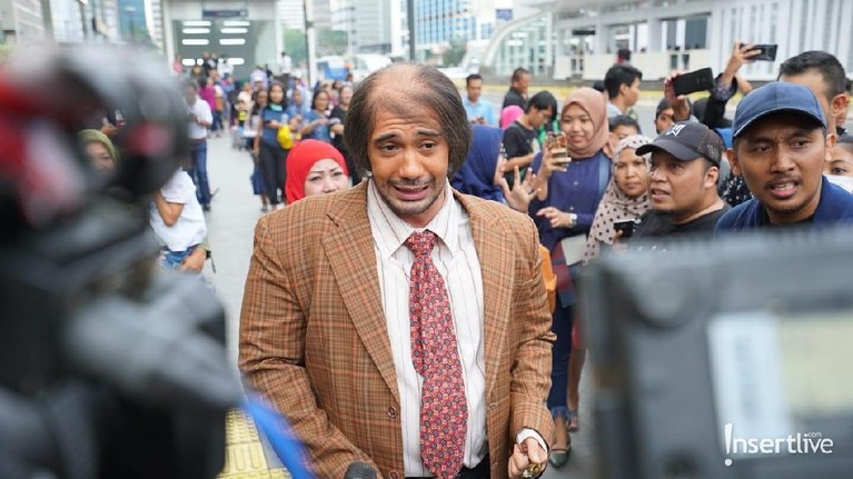 Bukan cuma heboh di Jakarta aja nih Insertizen, saking hebohnya MRT, Bossman kita yang dari Vietnam juga sampe ikutan naik MRT.