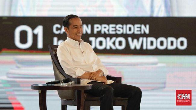 Survei PoliticaWave menyampaikan Jokowi lebih unggul daripada Prabowo berdasakan hasil perbincangan di media sosial. Sentimen positif untuk Jokowi lebih besar.