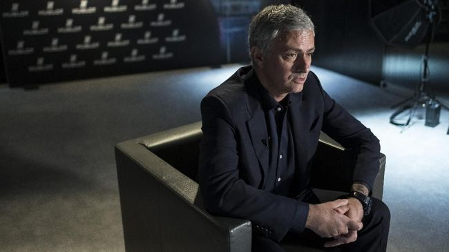 Setelah memecat Mauricio Pochettino dari kursi manajer, bos Tottenham Hotspur Daniel Levy kini mendekati Jose Mourinho.