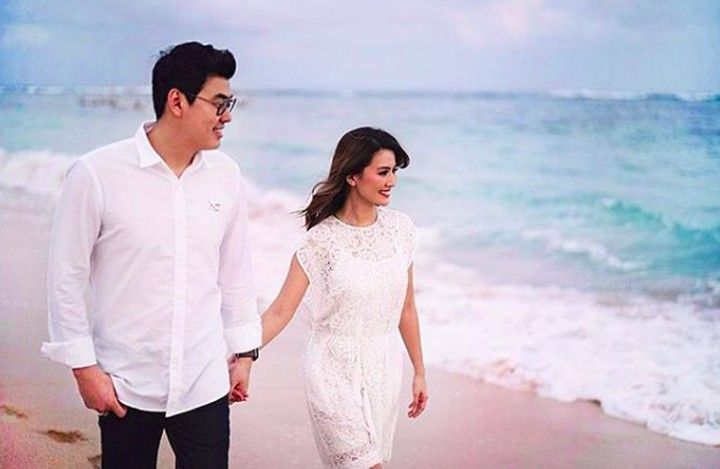 Memasuki tahun ketiga pernikahan, intip momen romantis Asty Ananta bersama suaminya, Hendra Suyanto.
