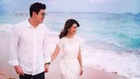 <p>Kalau dilihat dari foto-fotonya di media sosial, Asty dan suami swlalu terlihat romantis dan hangat banget. (Foto: Instagram @asty_ananta)</p>
