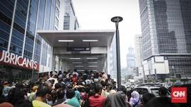FOTO: Antusiasme Warga di Hari Terakhir Naik MRT Gratis