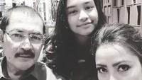 """<p>Semoga langgeng dan selalu harmonis ya<a href=""""https://hot.detik.com/celeb/d-4353247/3-kisah-cinta-mayangsari-yang-belum-sepenuhnya-diketahui"""" target=""""_blank"""">Mayangsari</a> dan keluarga. (Foto: Instagram @mayangsaritrihatmodjoreal)</p>"""