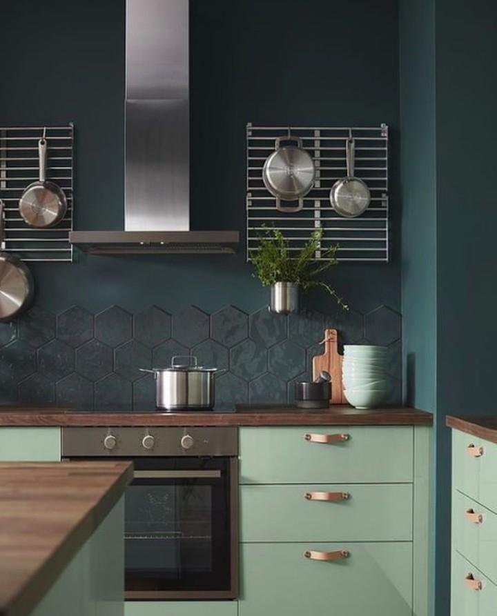 Bisa jadi inspirasi nih, Bun. Lima warna cat tembok dapur yang bikin kita jadi semangat masak. Kelima warna ini masuk ke dalam tren warna interior 2019, lho.