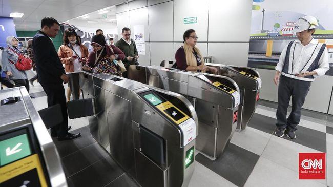 Stasiun MRT Depo Lebak Bulus, memperketat keamanan dengan menggunakan alat pemindai X-Ray selama pelantikan presiden hingga 22 Oktober nanti.