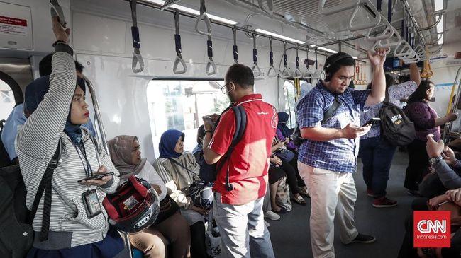 PT MRT Jakarta mengklaim jumlah penumpang mass rapid transit (MRT) terus membludak sejak beroperasi secara komersial pada 1 April 2019.